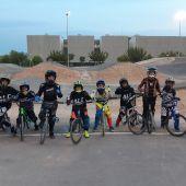 El BMX es pura adrenalina al aire libre y para todas las edades, según el monitor de la escuela de la Unión Ciclista Ilicitana, Alejandro Alcojor.