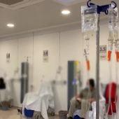 El Hospital Clínico de Málaga convierte la cafetería en un hospital de día por el aumento de hospitalizaciones por coronavirus
