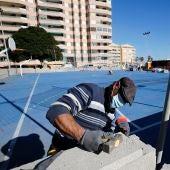 Esta semana han comenzado los trabajos de reparación y mantenimiento de la pista polideportiva situada en la plaza Perfecta Rodríguez de La Mata