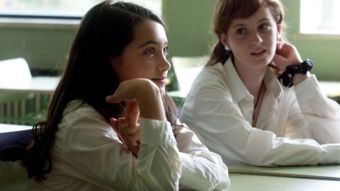 Fotograma de la película 'Las niñas', de Pilar Palomero, con la actriz Andrea Fandos en primer plano