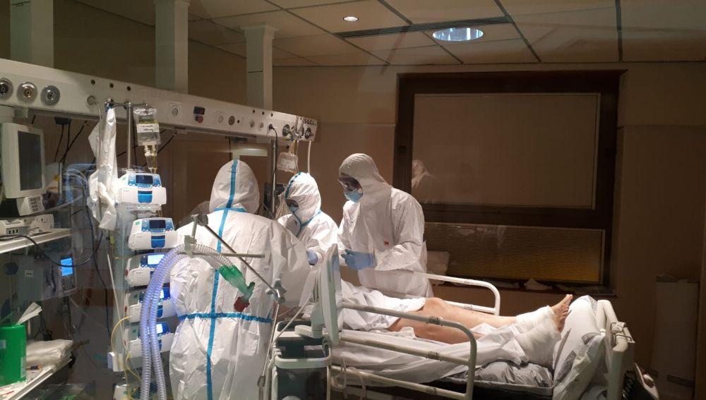 Paciente en la UCI de un hospital español