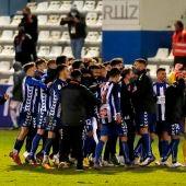 Los futbolistas del Alcoyano celebran la victoria contra el Madrid.