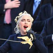 Lady Gaga interpreta el himno de Estados Unidos durante la toma de posesión del presidente Joe Biden