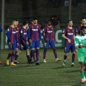 Los jugadores del Barcelona celebran el gol de Dembélé