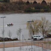Dos fallecidos y una persona desaparecido en un vuelco de una barca de la Confederación Hidrográfica del Guadiana en Badajoz.