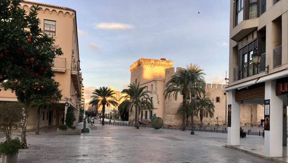 Vista del Palacio de Altamira de Elche desde la plaza del Congreso Eucarístico.