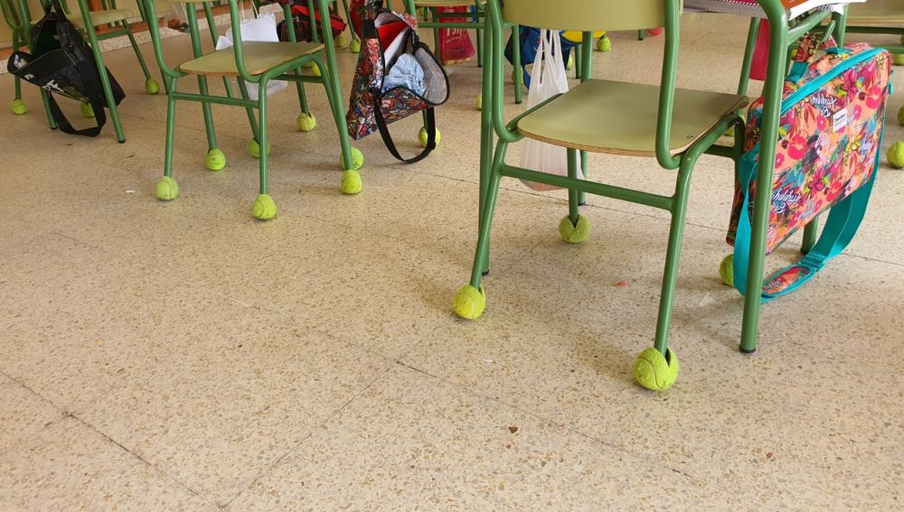 El CEIP Sofía Tartilán recibe un cargamento de pelotas de tenis de la escuela de Rafa Nadal