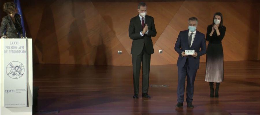 Los Reyes entregan el premio AMP al Mejor Periodista del 2020 a Carlos Alsina