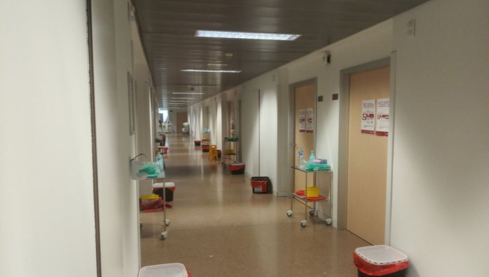 Pasillo en la planta de en un hospital de Elche durante la pandemia del covid-19.