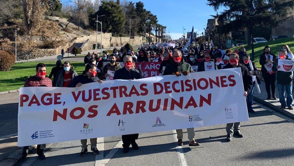 Hosteleros conquenses participan en la manifestación de Toledo