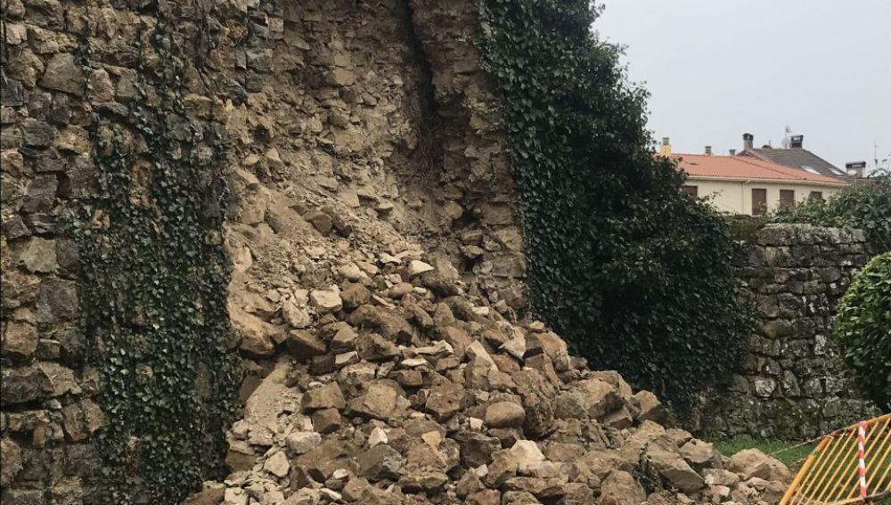 Desprendida una parte de la muralla de Aguilar de Campoo