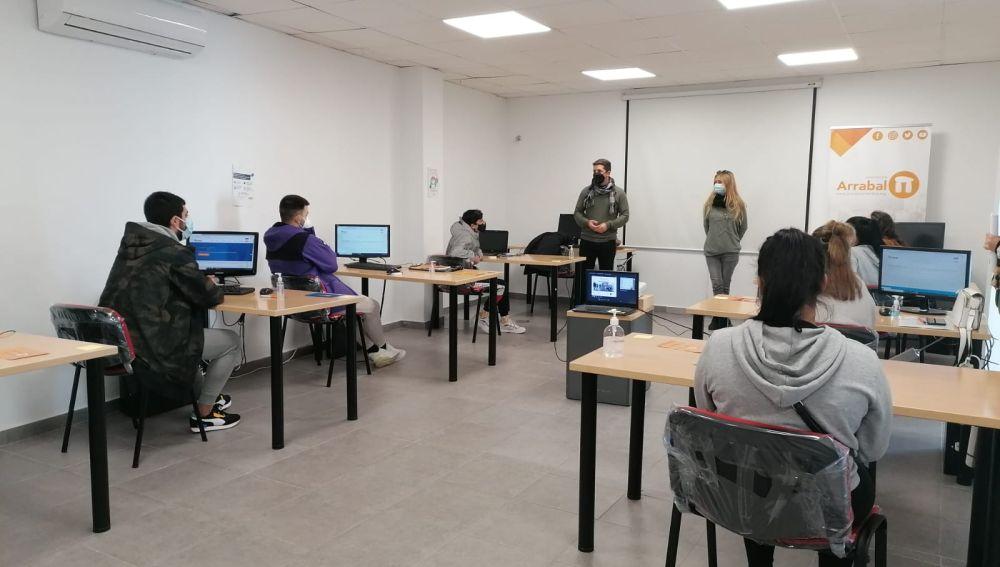 Una quincena de jóvenes busca una segunda oportunidad con el proyecto 'Reconéctate' de Educación