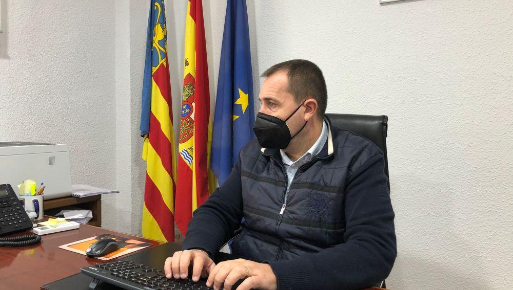Cox ofrece a Ximo Puig sus instalaciones y personal municipal para una vacunación masiva