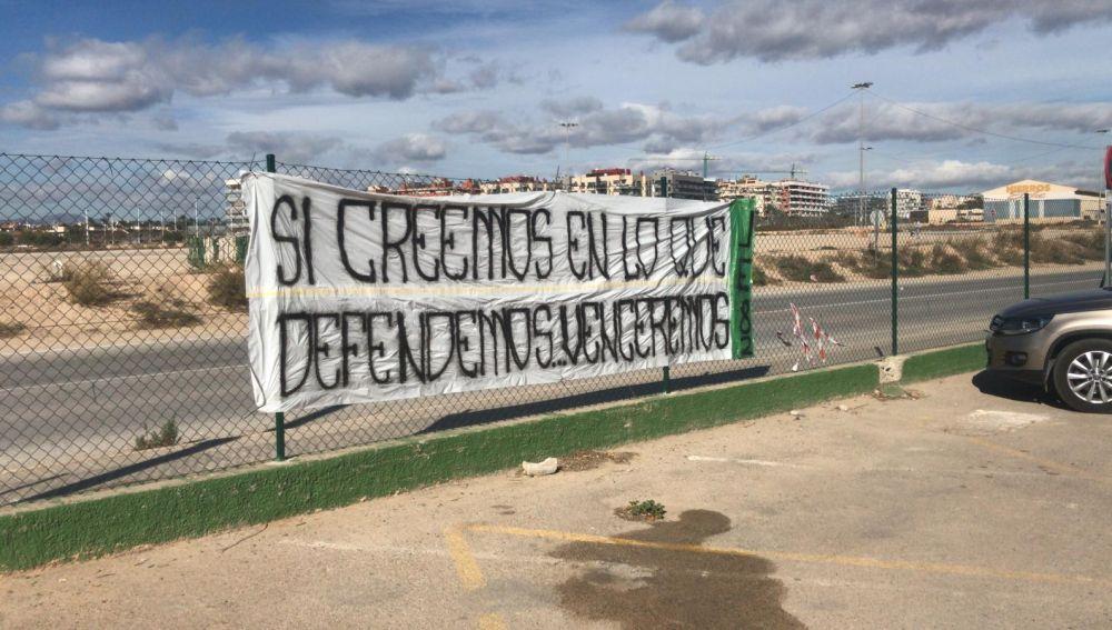 """La Jove Elx, a la plantilla del Elche: """"Si creemos en lo que defendemos, venceremos""""."""
