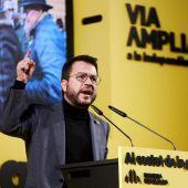 El candidato de ERC a la Generalitat, Pere Aragonès, pronuncia un discurso durante el acto de campaña