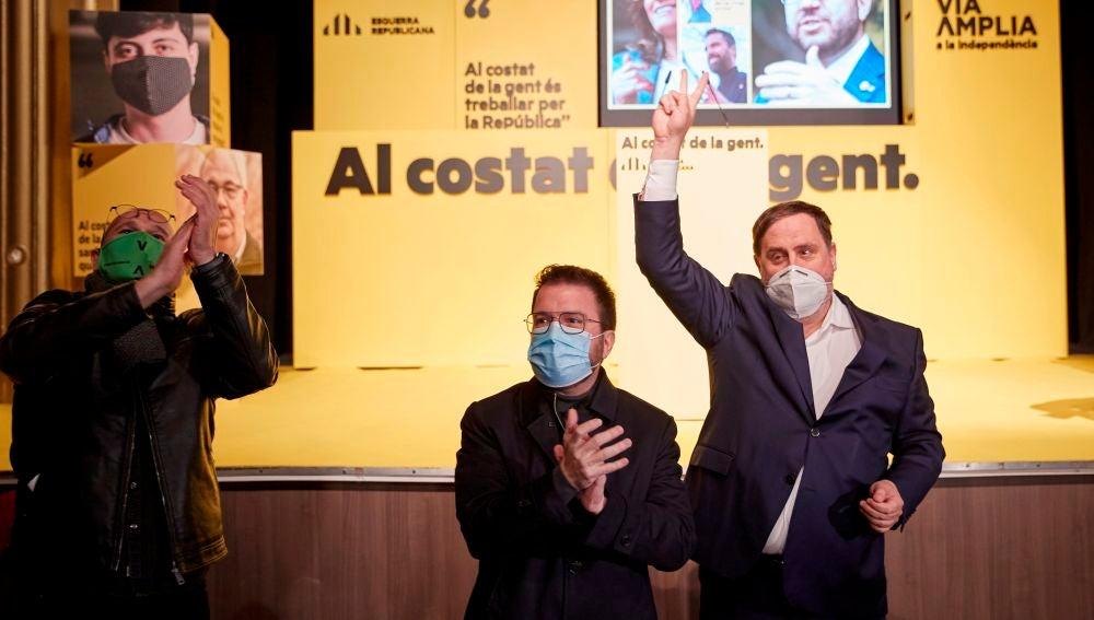Oriol Junqueras, Pere Aragonès y Raúl Romeva, durnate un mitin de ERC.