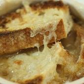 Sopa gratinada de cebolla: Anti San Valentín