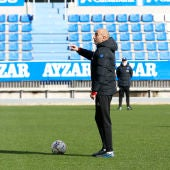 Abelardo en el entrenamiento del deportivo Alavés.