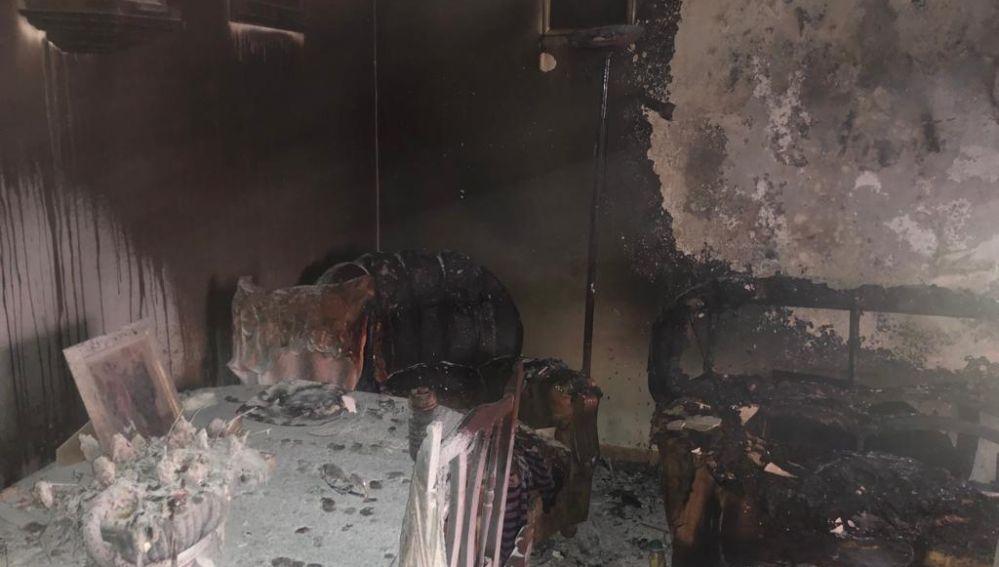 Estado en el que quedó la vivienda incendiada en Membrilla