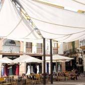 Imagen de archivo de la instalación de un toldo en la plaza del Pan
