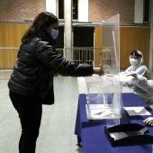 Un simulacre de votació en un col·legi de Girona