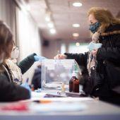 La participación en las elecciones catalanas se desploma casi 12 puntos respecto a los últimos comicios en Cataluña