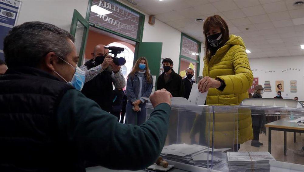 La candidata de JxCat a la presidencia de la Generalitat, Laura Borràs acude a votar