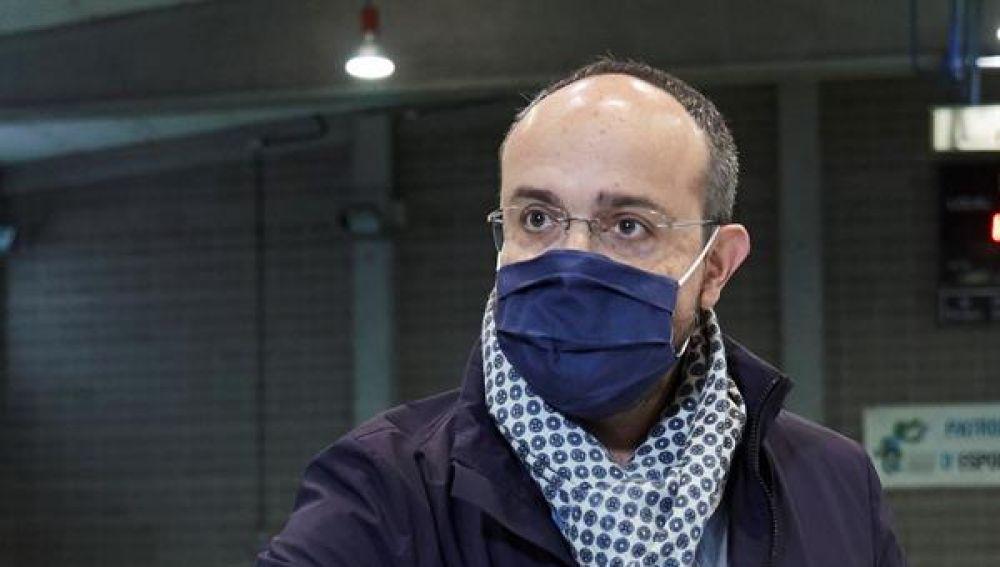 El candidato del PPC Alejandro Fernández vota en el pabellón Sant Pere Sant Pau en Tarragona