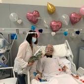 Rosario y Fernando en su boda en el Hospital Zendal