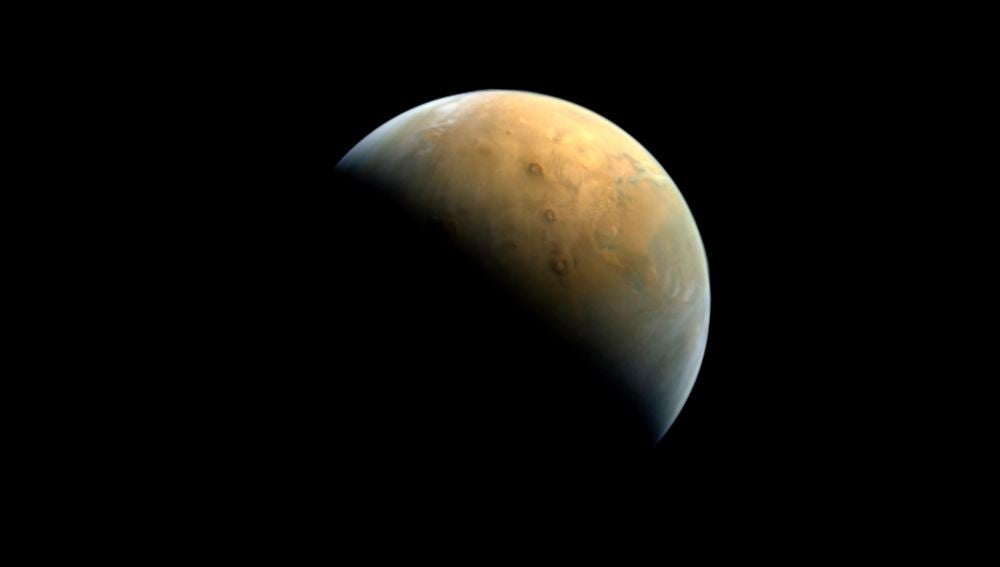 La primera foto de Marte desde la sonda Hope de Emiratos Arabes