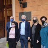 El PI y MÉS registran un documento en el Parlament para defender el recurso inconstitucionalidad a los PGE