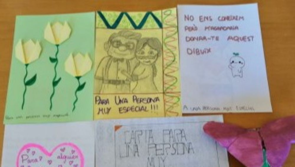Alumnos del IES Cayetano Sempere de Elche han escrito carta de San Valentín para los anciones de la residencia de Altabix.