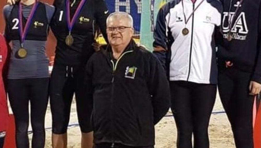 El voleibol ilicitano llora la pérdida de Pepe García Parres.