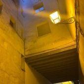 Recogen firmas para mantener los faroles tradicionales del casco antiguo de Cuenca
