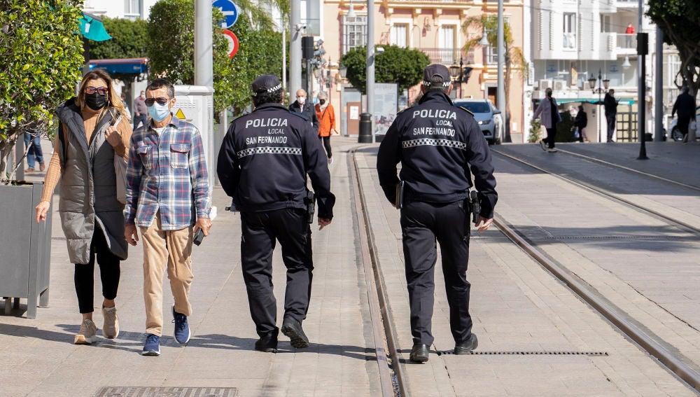 Policías patrullando en San Fernando
