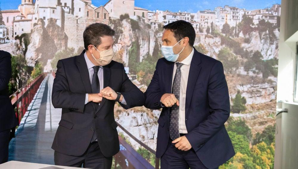 El presidente de la Junta de Comunidades y el máximo responsable de la Diputación de Cuenca tras firmar el acuerdo