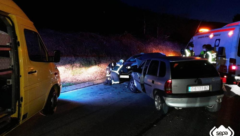 Accidente de tráfico, con dos heridos en Tineo