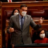 El presidente del Gobierno interviene durante una sesión de control en el Congreso.