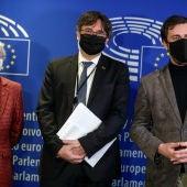 De izquierda a derecha, Clara Ponsatí, Carles Puigdemont y Toni Comín.