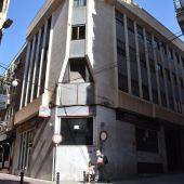 Edificio de la antigua sede de la Seguridad Social en el centro de Elche.