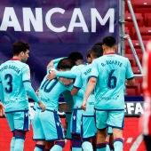 Los jugadores del Levante celebran un gol de Morales frente al Atlético de Madrid