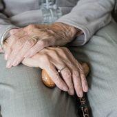 Una mujer de 101 años busca trabajo para comprarse sus vinos