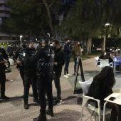 Agentes de la Policía Local durante un control de terrazas