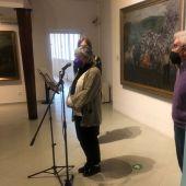 Una muestra analiza la iconografía femenina en la industria conservera en el Museo Nicanor Piñole