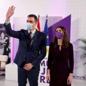 El presidente del Gobierno, Pedro Sánchez, y la ministra de Igualdad, Irene Montero