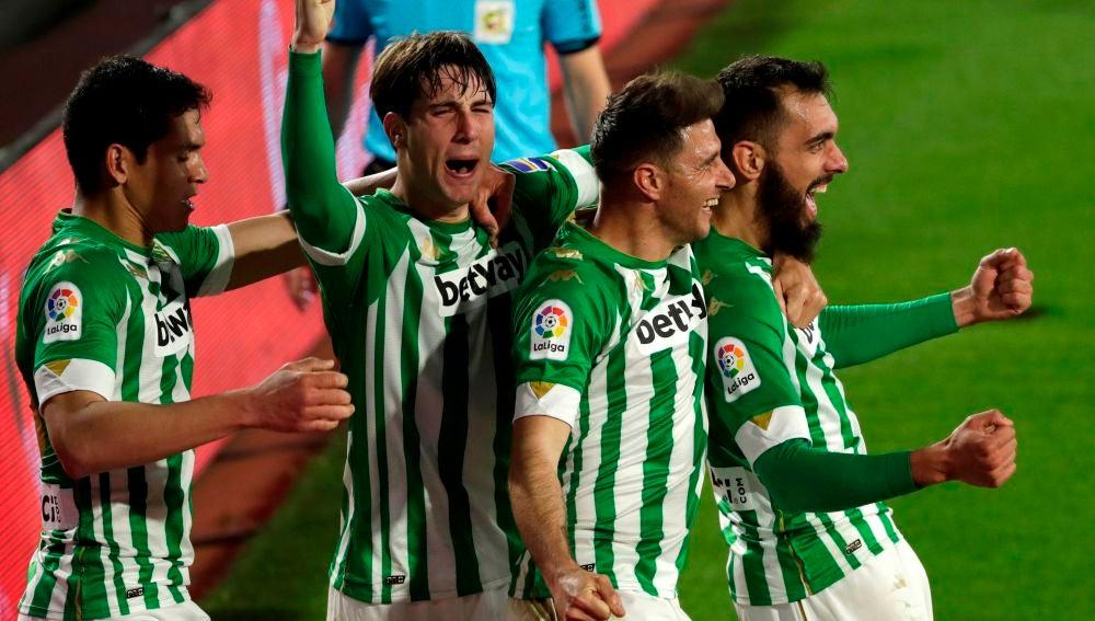 Mandi, Miranda, Joaquín y Borja Iglesias celebran un tanto.