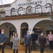 El alcalde de Bormujos Francisco Molina junto al resto de la corporación socialista del Ayuntamiento