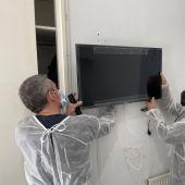 Uno de los televisores donados a la residencia de la tercera edad de Altabix de Elche.