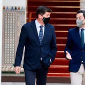 El presidente de Andalucía, Juanma Moreno, junto al vicepresidente, Juan Marín.
