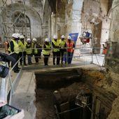 El alcalde de Sevilla junto con el Delegado de Turismo en el Ayuntamiento y otros operarios técnicos visitan la obra
